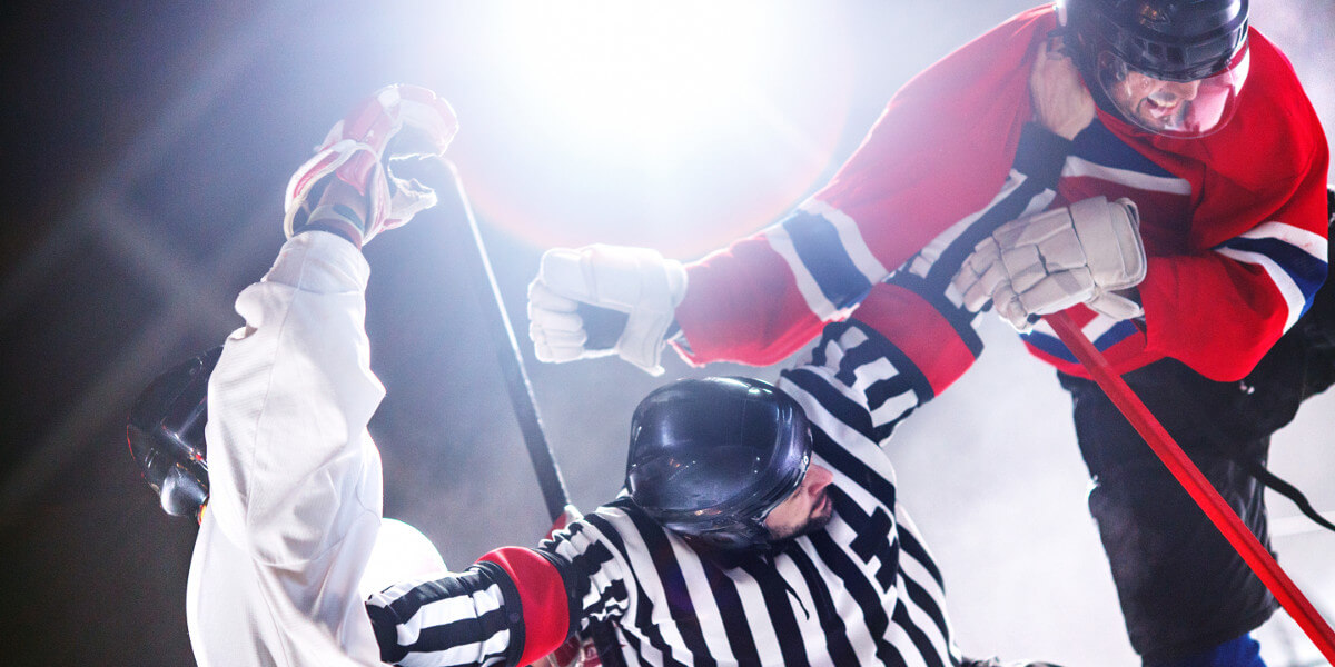 Hockey players fighting